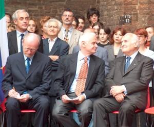 Un momento dell'inaugurazione della nuova sede nel 2003. Al centro Claudio Dellavalle (Presidente Istoreto) e, a destra, Oscar Luigi Scalfaro (Presidente Insmli ed ex Presidente della Repubblica).